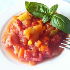 ラタトゥイユ/夏野菜/トマト/バジル 夏、週末の冷蔵庫の余り野菜を整理する時に…