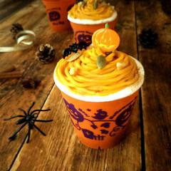 ハロウィン/かぼちゃ/モンブラン ハロウィン柄のカップに、クリームをモンブ…