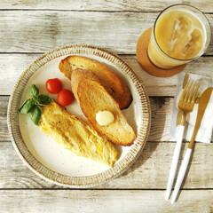 バター よつ葉パンにおいしい発酵バター 100g(有塩バター)を使ったクチコミ「チーズオムレツとライ麦パン。 オムレツに…」