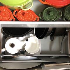 野田琺瑯 ポトル 1.5L 白 PTR-1.5K W   野田琺瑯(コーヒーポット)を使ったクチコミ「我が家のフライパン収納 フライパンや卵焼…」(2枚目)