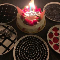 マリメッコ プレート ラシィマット marimekko RASYMATTO 25cm 99 109 | marimekko(皿)を使ったクチコミ「誕生日ケーキ🎂 6号サイズのイチゴショー…」(1枚目)