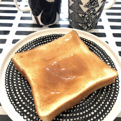 マリメッコ マグカップ コップ 250ml 食器 UNIKKO ウニッコ ベージュ×グレー 63431 890 名入れ可有料 | marimekko(マグカップ)を使ったクチコミ「朝ごはん🍞 朝はバタバター トースト焼い…」