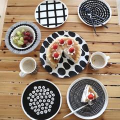 マリメッコ シイルトラプータルハ プレート 20cm ホワイト/ブラック marimekko SIIRTOLAPUUTARHA | marimekko(皿)を使ったクチコミ「今朝の朝ごはん🍰 娘と作ったミルクレープ…」