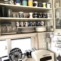 マリメッコ ウニッコ マグ 250ml ブラック marimekko UNIKKO | marimekko(マグカップ)を使ったクチコミ「カップボード収納です マグが一時集めるの…」