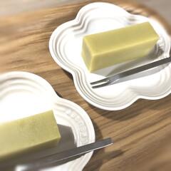 ル・クルーゼ 皿ミニ・フラワー・プレートスプリングコレクション 耐熱 耐冷 電子レンジ オーブン   Le Creuset(皿)を使ったクチコミ「おやつタイム 舟和の芋ようかん 優しい甘…」(1枚目)