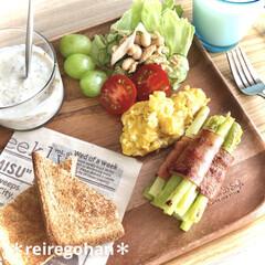 アミューズ・ブッシュ ボデガ 7.10860(皿)を使ったクチコミ「朝ごぱん🍞 ⭐️全粒粉パン ⭐️アスパラ…」