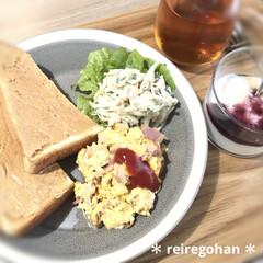 木村硝子店×イイホシユミコ dishes 180 plate   木村硝子(お子様プレート、皿)を使ったクチコミ「朝ごぱん🍞  昨日ネットスーパーが届いた…」(1枚目)