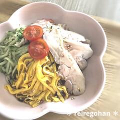 ル・クルーゼ フラワーコレクション フラワー・ディッシュ 16cm メレンゲ(皿)を使ったクチコミ「お昼ごはん🍜  今日は旦那テレワーク💻 …」