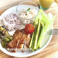 アミューズ・ブッシュ ボデガ 7.10860(皿)を使ったクチコミ「お昼ごはん🍚 ⭐️雑穀米70g ⭐️鶏も…」