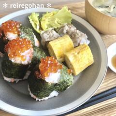 木村硝子店×イイホシユミコ dishes 180 plate | 木村硝子(お子様プレート、皿)を使ったクチコミ「お昼ごはん🍙 (テレワーク旦那用)  ふ…」