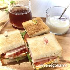 アミューズ・ブッシュ ボデガ 7.10860(皿)を使ったクチコミ「朝ごぱん🍞 サンドイッチ大好き💓 レタス…」(1枚目)