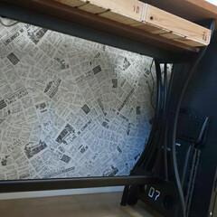 リメイクシート/セリア/キッチン壁紙/簡単/雑貨/おしゃれ/... キッチンカウンター下の壁紙。 ずっと白い…