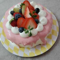 ベイクド&レアチーズケーキ/ドリップケーキ 初ドリップケーキ。 中身はベイクドチーズ…