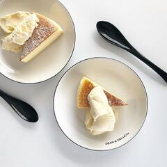 ディーンアンドデルーカ/デザート/ひんやりデザート/チーズケーキ/アイスクリーム/おうちカフェ/... ノーマルなチーズケーキにバニラアイスをプ…