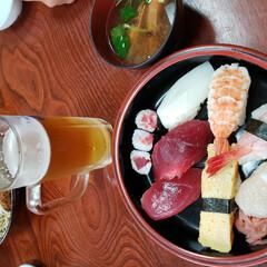 ランチ/お寿司/外食/ビール 昼飲み😁🍻 昼間から飲めるなんてとても幸…
