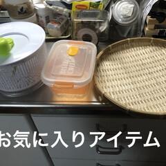 キッチン雑貨 左の水切りはYouTubeで使ってるの見…