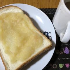 朝ご飯/猫/めん/黒猫/くろ/にこ 今朝も冷えますね。 猫さまたちそれぞれの…(2枚目)