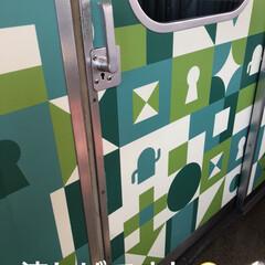 電車内/つり革 通院日。普段外出しないから余計に応えます…(3枚目)