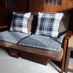 ニトリ/クッション/ソファー/座布団カバー ソファーにどうしても座布団を置きたい旦那…