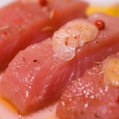 ごちそう/ごちそうレシピ/簡単ごちそう/夜ご飯/晩御飯/おうちごはん/... 「びんちょうマグロの香草オイル漬け」  …