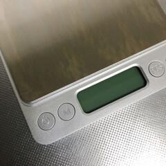 デジタルスケール キッチンスケール 0.1g単位 電子スケール クッキングスケール 精密電子はかり 計量器 電子天秤 0.5gから3.0kgまで コン(その他キッチン、日用品、文具)を使ったクチコミ「シルバーの見た目にときめいてしまったキッ…」(2枚目)