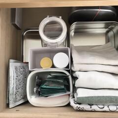 シンプルライフ/ふきん/キッチンキャビネット/キッチン収納/整理収納/クッキー缶/... キッチンキャビネットの中を空き箱を整理。…