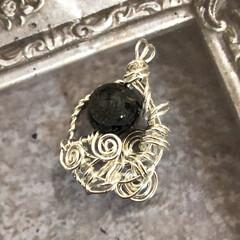 パンドラのはこ/silver925/天然石アクセサリー/手作りアクセ オニキスの龍彫りに合わせて SILVER…