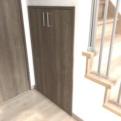 カラーボックス/掃除機/掃除用具収納/掃除用具/階段下/階段下収納/... 階段下の収納には掃除用具を仕舞っています…