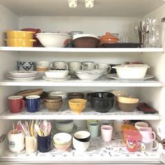 コップ収納/お皿/カップボード収納/カップボード/お皿収納/収納/... 我が家のお皿収納✨ 子供が手の届く3、4…