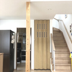 自宅DIY/洗面室/階段/リビング階段/リビング/マイホーム/... 久々に家の写真🤳 パネルドアを取り付けま…