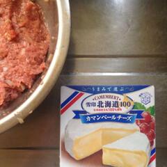 チーズハンバーグ/おうちごはん カマンベールを丸ごと一個使ってハンバーグ…
