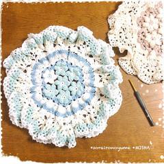 かごカバー/かぎ針編み小物/編み物/編み物大好き 長々編みの玉編みお花のモチーフつなぎで …