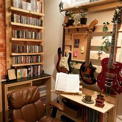 カウンターテーブル/ギター/100均DIY/DIY/男前/カフェ風/... 今回は自作でラブリコ風な物を作り、壁掛け…(1枚目)