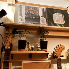 カウンターテーブル/ギター/100均DIY/DIY/男前/カフェ風/... 今回は自作でラブリコ風な物を作り、壁掛け…(2枚目)