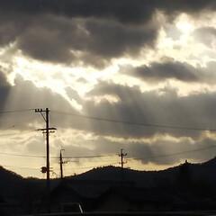 空/風景 仕事から帰ってきて空を見上げたら、雲の隙…(1枚目)