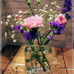 カーネーション/かすみそう/花束/暮らし 車の納車時にディーラーさんから花束💐を頂…