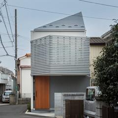外観/テラス/ウッドフェンス/ウッドデッキ/玄関/ポーチ/... コンパクトで可愛い家 ブルーグレーのウッ…