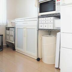 PP収納ケース/キッチンワゴン/無印良品/食器棚/目隠し/食器棚目隠し/... ホワイト化の目隠しスッキリ効果はすごい✨…