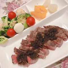 「昨夜の夕食です🥢 フィレ肉のステーキ 鮭…」(3枚目)