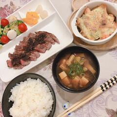 「昨夜の夕食です🥢 フィレ肉のステーキ 鮭…」(1枚目)