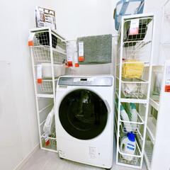 脱衣室/脱衣所/洗濯機/収納 水分のたまりがちな洗面所の収納は、スチー…