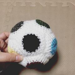 ボール/編み物/100均/ハンドメイド ベビーボール 息子用にボールを編みました…(1枚目)