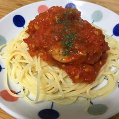 セリアの皿/ニンニク多め/冷凍トマト/手作り/トマトソース 夏にたくさんもらってたトマトを冷凍にして…
