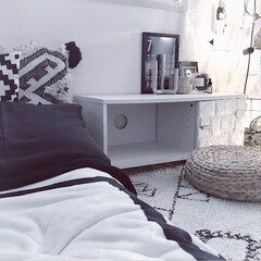 寝室インテリア/寝室/こどものいる暮らし/海外インテリアに憧れる/モノトーン/モノトーンインテリア 寝室。 wood×black❤︎(1枚目)