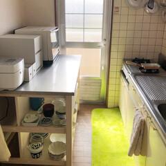 家電収納/食器棚/ワークテーブル/ニトリ購入品/キッチン/ニトリ/... 久しぶりの投稿です☺︎    テーブルと…