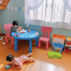 女の子ベビー/女の子ママ/姉妹/子どものいる暮らし/子ども部屋/育児/... 我が家の子ども部屋。  真剣にお絵かきを…