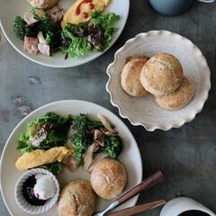 朝ごぱん/おうちカフェ/おうち時間を楽しむ/おうちごはん/食器/カトラリー/... 娘と朝ごはん🥞  器は淡い色が多いですが…(1枚目)