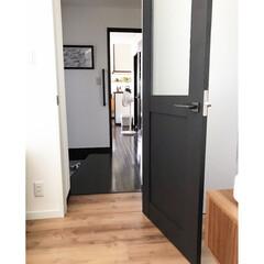 シンプルホーム/ヴィンティア/LIXIL/増改築/ミックスインテリア/シンプルな暮らし/... 既存棟と増築棟の境目。 床材が全く違うの…