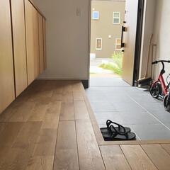 自転車小屋/うちの自転車小屋/玄関インテリア/玄関土間スペース/タイル張り玄関/広々玄関 玄関の土間を広く取り、自転車スペースとし…