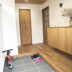 自転車小屋/うちの自転車小屋/玄関インテリア/玄関土間スペース/タイル張り玄関/広々玄関 玄関の土間を広く取り、自転車スペースとし…(3枚目)